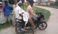 बिहार में बदहाल स्वास्थ्य व्यवस्था, एंबुलेंस न मिलने पर बाइक पर ले जाना पड़ा बच्चे का शव