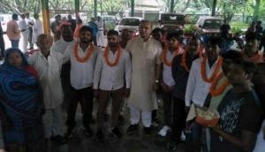 झारखंड: भाजपा मंत्री जयंत सिन्हा ने किया हत्यारों का माला पहना कर स्वागत, विवाद शुरू