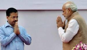 योगेंद्र यादव के रिश्तेदारों पर पड़ी IT रेड, बोले केजरीवाल- बदले की राजनीति बंद करें PM