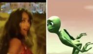 एक्ट्रेस नोरा फतेही के डांस मूव्स को कॉपी कर रहा ये एलियन, देखें वीडियो