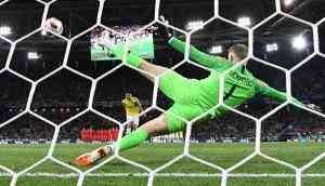 Aim for the middle: it could be your best shot for a goal in a penalty shootout