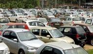 सरकार महंगे कर सकती है पेट्रोल और डीजल से चलने वाले वाहन