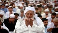 Video: यह मुस्लिम युवक गुरुद्वारे में बैठकर पढ़ने लगा नमाज और फिर...