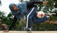 मुस्लिम लड़की ने बुर्का पहन कर फुटबॉल से किए ऐसे करतब, देखने वाले रह गए दंग