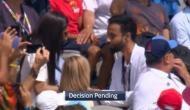 Video: जब स्टेडियम में बैठे युवक ने गर्लफ्रेंड को किया प्रपोज, थर्ड अंपायर करता रहा फैसले का इंतजार