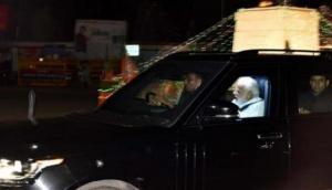 पीएम मोदी ने रात में उठकर किया वाराणसी भ्रमण, सवा घंटे तक देखते रहे भव्य काशी