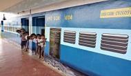 किसी इमारत में नहीं बल्कि ट्रेन के कोच में चलता है ये स्कूल, हकीकत जानकर दंग रह जाएंगे