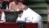 'भूकंप से हिलते मोदी जी को संभालते हुए राहुल'