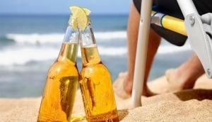 गोवा से सैलानियों के लिए आई बुरी खबर, Beach पर शराब पीने पर होगी जेल