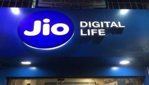रिलायंस Jio ला रहा है बेहद कम कीमत में बड़ी स्क्रीन वाला स्मार्टफोन, जानिए क्या खास है इसमें