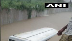 मेरठ में अंडरपास में डूबी स्कूली बस, ऐसे बचाई गई 28 बच्चों की जान