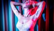 एक्ट्रेस ने अपनी फ्रेंड की बर्थडे पर शेयर की Topless तस्वीरें