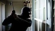 आधी रात को घर में घुसे चोर ने कपल से मांगी ऐसी चीज कि...