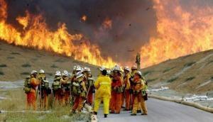कैलिफोर्निया: जंगल में लगी आग पर सात दिन बाद भी नहीं पाया गया काबू, सैकड़ों घर जलकर राख