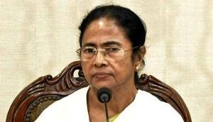 Mamata Banerjee holds demonetisation as