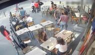 Video: पेरिस की सड़कों पर युवक ने महिला के साथ किया कुछ ऐसा काम, देखने वाले रह गए हैरान