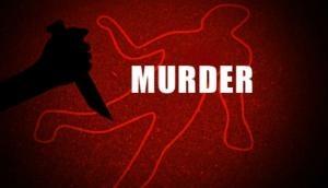 जब पिता का पैर छूने झुकी गर्भवती बेटी, तभी बाप ने चाकू लेकर काट दिया गला