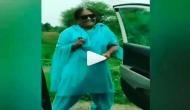 Video: 'Kiki challenge' पर डांस कर रही आंटी को गाड़ी ने दिया हॉर्न, तो कुछ इस तरह से भड़की