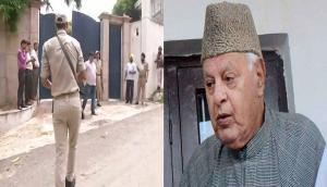 जम्मू-कश्मीर: फारुख अब्दुल्ला के घर में जबरन घुसी कार, पुलिस फायरिंग में ड्रावइर की मौत