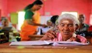 जज्बे को सलाम: 96 साल की उम्र में लिटरेसी टेस्ट देने एग्जाम सेंटर पहुंची 'अम्मा'
