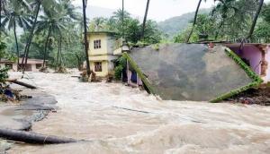 केरल: बारिश के कहर से बचाने के लिए सेना ने बनाया 35 फीट लम्बा पुल, NDRF ने 926 लोगों को बचाया