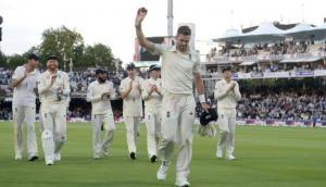 जेम्स एंडरसन ने उड़ाईं शमी की गिल्लियां और बन गए दुनिया के सबसे महान तेज़ गेंदबाज़