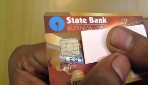 SBI और अन्य ATM कार्ड करते हैं यूज़, अपनाएं ये रास्ते होगी भारी बचत