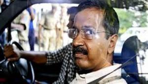 दिल्ली: अरविंद केजरीवाल की आंखों में मिर्ची पाउडर से हमला, आरोपी बोला- मैं गोली मारने आया था