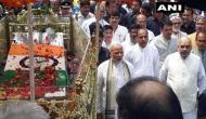 अटल बिहारी वाजपेयी की अंंतिम यात्रा में हाथ जोड़े पीछे-पीछे चले मोदी-शाह