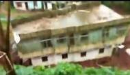 जब बारिश में जमीन पर दौड़ने लगा मकान, देखें मजेदार वीडियो