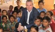 IIM-A का एक पूर्व छात्र कैसे सालाना 5000 रुपये में झोपड़ियों में क्वालिटी शिक्षा दे रहा है