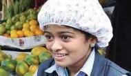 मछली बेचकर पढ़ाई का खर्चा चलाने वाली लड़की ने बाढ़ पीड़ितों के नाम कर दी अपनी कमाई