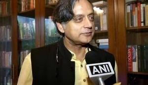 शशि थरुर ने भयंकर ट्वीट कर मचाया हंगामा, लोगों के मतलब समझने में पसीने छूटे