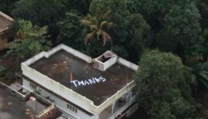 केरल बाढ़: जानिए क्यों कोच्चि में तबाही से जूझ रहे लोगों ने छत पर बड़े अक्षरों में लिखा 'THANKS'