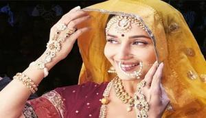 Dhak Dhak girl Madhuri Dixit, veteran choreographer Saroj Khan to join hands for 'Kalank'