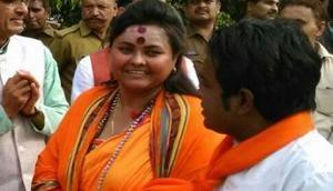 महात्मा गांधी के पोस्टर को गोली मारने वाली पूजा पांडेय और उसका पति गिरफ्तार