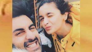 आलिया भट्ट-रणबीर कपूर की नई Selfie ने Instagram पर लगाई आग, आप भी देखिए