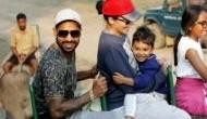 'बसंती' के साथ दौड़ रहे टीम इंडिया के गब्बर ने बोला- भाग धन्नो भाग..