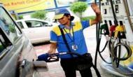 अपनों से लूट विदेशियों को छूट ! दूसरे देशों को 34 रुपये पेट्रोल और 37 रुपये डीजल बेच रहा भारत