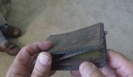 रुपये-पैसों के लिए रहेंगे परेशान अगर पर्स में रखेंगे ये चीजें