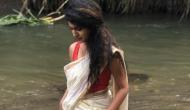 प्रिया प्रकाश वारियर ने साड़ी पहन जंगल के पानी में लगाई आग, Stunning लुक वाली तस्वीरें वायरल