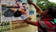 ट्रेन में अजनबी लड़की के प्यार में पागल युवक ने  ढूंढने के लिए लगाए 4000 पोस्टर