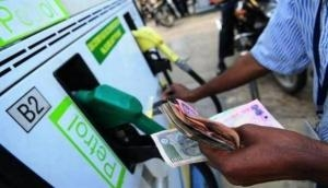 पेट्रोल-डीजल के बढ़ते दामों से मिली राहत, 13 दिन लगातार इजाफे के बाद आज स्थिर रहे तेल के दाम