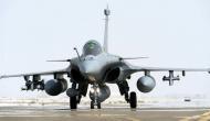 Rafale deal: विवादों के बीच फ्रांस ने पहली बार भारत भेजे अपने 3 राफेल लड़ाकू विमान