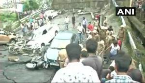 कोलकाता: माझेरहाट फ्लाईओवर गिरने से 1 की मौत, कई लोग मलबे में फंसे