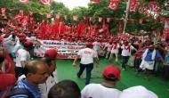 किसान-मजदूर संघर्ष रैली: सरकार के खिलाफ सड़कों पर उतरे 10 हजार किसान, रामलीला मैदान से मार्च शुरू