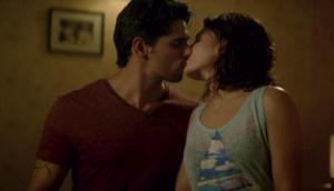 जैकलिन और सिद्धार्थ KISS करते समय हुए बेकाबू , डायरेक्टर के CUT के बावजूद...