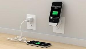नकली है अापका असली दिखने वाला चार्जर, नहीं धोना चाहते जान से हाथ तो पढ़े ये ख़बर