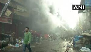 कोलकाता: बागरी बाजार इलाके में लगी भीषण आग, आग पर काबू पाने में जुटीं दमकल की 30 गाड़ियां