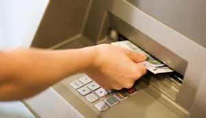 एक महिला के खाते से दूसरी महिला ने निकाला पैसा, सच सामने आने पर बैंक के उड़े होश